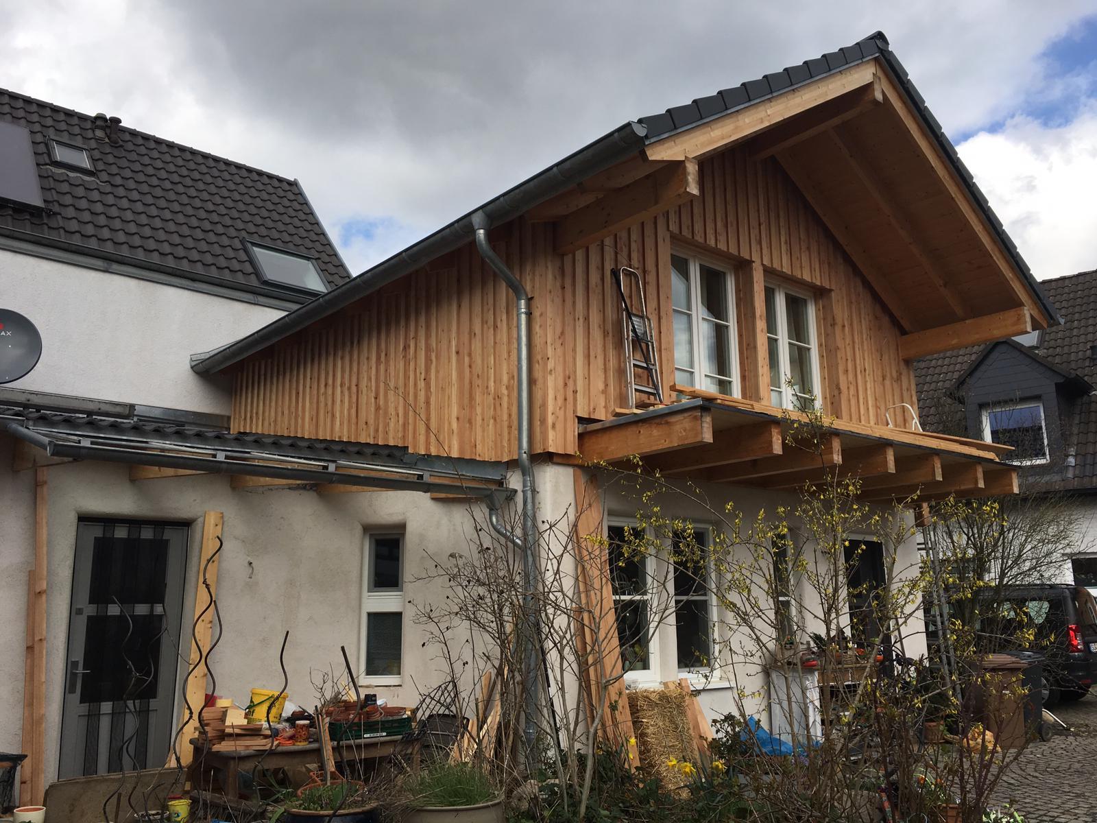Strohballenbau Troisdorf Holzfassade Einfahrt